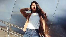 Wanita kelahiran 11 Agustus 1994 ini juga cukup sering terlihat menggunakan kaus berwarna putih. Penampilan sederhana dari aktris muda satu ini juga sering tuai pujian. (Liputan6.com/IG/@rebeccatamara)