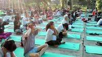Peserta antusias ikuti yoga bersama. (Foto: Liputan6.com/Fitri Haryanti Harsono)