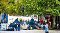 Bus wisata berlogo Wonderful Indonesia keliling London, Inggris selama November 2019. (dok. Kemenparekraf)