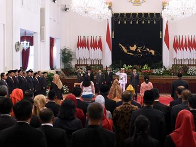 Suasana saat Presiden Joko Widodo memberikan gelar Pahlawan Nasional kepada enam tokoh di Istana Negara, Jakarta, Jumat (8/11/2019). Mereka adalah Ruhana Kuddus, Himayatuddin Muhammad Saidi, M Sardjito, Abdul Kahar Mudzakkir, A A Maramis, dan Masjkur. (Foto: Lukas-Biro Pers Sekretariat Presiden)