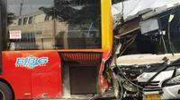 Akibat kecelakaan tersebut, kepadatan terpantau di sekitar kawasan Medan Merdeka dan sekitar Monas. TKP masih dalam penanganan polisi.