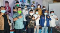 Mohammad Idris dan Imam Budi Hartono mengumumkan memenangkan kompetisi di Pilkada Depok 2020. (Liputan6.com/ Ady Anugrahadi)