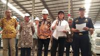 Menteri Keuangan Sri Mulyani, melakukan kunjungan Pusat Logistik Berikat (PLB) PT UNIAIR dan PT Dunia Express, Sunter, Jakarta Utara.