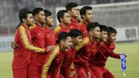 Pemain Indonesia saat melawan Chinese Taipei pada laga AFC U-19 di SUGBK, Jakarta, Kamis (18/10/2018). Indonesia menang 3-1 atas Chinese Taipei. (Bola.com/M Iqbal Ichsan)