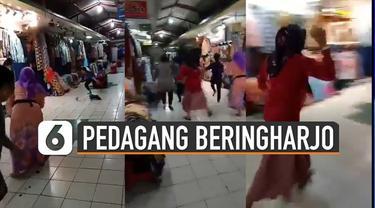 Wabah virus Corona yang sudah melanda Indonesia tidak terkecuali kota Yogyakarta. Membuat pasar-pasar sepi pengunjung. Untuk menghibur diri, pedagang-pedagang pasar beringharjo bermain di dalam pasar.