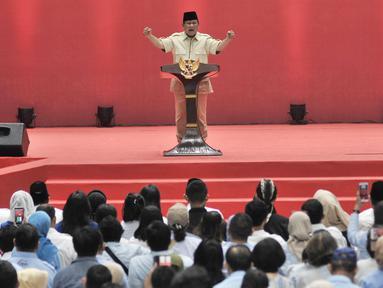 Capres nomor urut 02 Prabowo Subianto memberi sambutan dalam Pembekalan Relawan Prabowo-Sandiaga di Jakarta, Kamis (22/11). Pembekalan tersebut guna memberi pengarahan untuk memenangkan Prabowo-Sandiaga dalam Pilpres 2019. (Merdeka.com/Iqbal Nugroho)