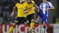 Hector Herrera dijepit dua pemain Lille (MIGUEL RIOPA / AFP)