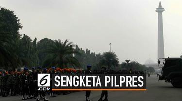 Ribuang personel bersiaga di kawasan Monas Jakarta Pusat. Mereka mengantisipasi pendemo yang akan mendatangi MK saat sidang sengketa Pilpres. Polisi juga mulai mengalihkan lalu lintas yang menuju jalan Merdeka Barat.