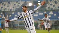 Striker Juventus, Alvaro Morata, melakukan selebrasi mencetak gol ke gawang Napoli pada laga final Piala Super Italia di Stadion Mapei, Rabu (20/1/2021). Juventus menang dengan skor 2-0. (Massimo Paolone/LaPresse via AP)