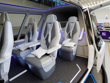 Interior mobil terbang yang diberi nama Skai yang dikembangkan oleh perusahaan startup Alaka'I Technologies di Newbury Park, California, 28 Mei 2019. Mereka berencana untuk menggunakan kendaraannya sebagai taksi terbang atau kendaraan pengiriman. (AP/Marcio Jose Sanchez)