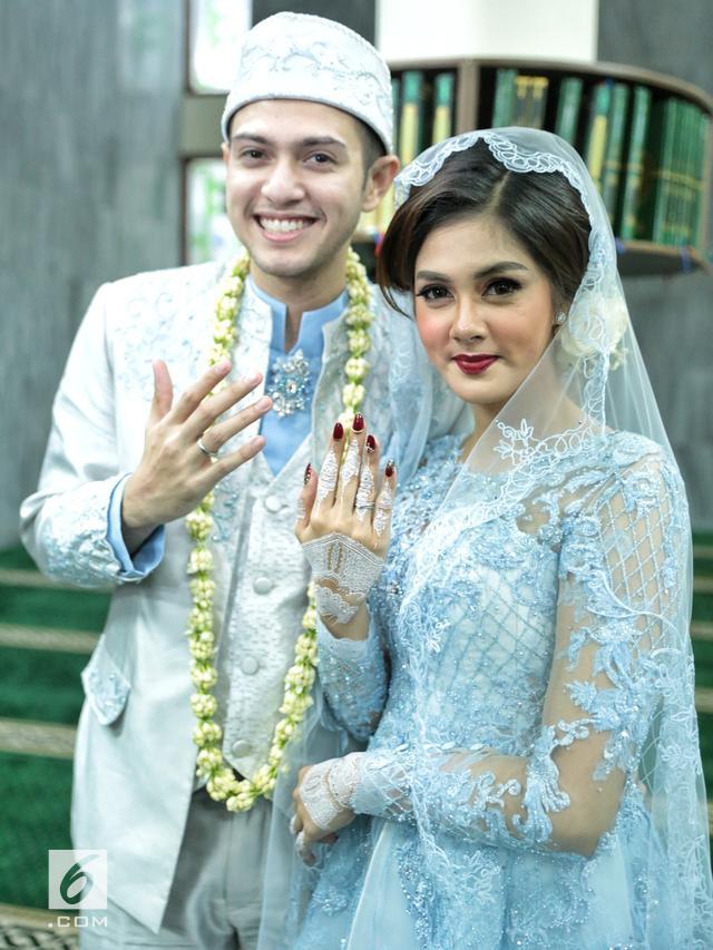 Inspirasi Kebaya Dan Gaun Pernikahan Anggun Istri Rifky Balweel