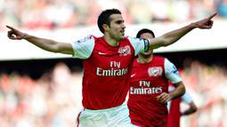 1. Robin van Persie. Mencetak 144 gol dalam 280 penampilannya bersama 2 klub, Arsenal (2004-2012) dan Manchester United (2012-2015). (AP Photo/Bogdan Maran)