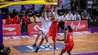CLS Knights Indonesia kalah dari San Miguel Alab Pilipinas pada lanjutan ASEAN Basketball League (ABL) 2018-2019, di GOR Kertajaya, Surabaya, Minggu (16/12/2018). (Media CLS)
