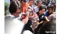Temui Wartawan, Ini 5 Potret Terbaru Nunung Usai Terjerat Kasus Narkoba (sumber: KapanLagi.com)