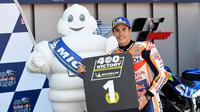 Pembalap Repsol Honda, Marc Marquez berpose usai memenangkan balapan MotoGP Spanyol 2018 di Sirkuit Jerez. (Twitter/HRC_MotoGP)