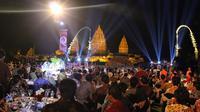 Berikut menikmati makan malam romantis dengan latar keindahan Candi Prambanan di Restoran Rama Shinta. (Foto: Dok. Ramayana)