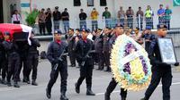 Penjemputan jenazah Bharada Doni Priyanto di Bandara Juanda, Sidoarjo, Jawa Timur pada Minggu, (1/3/2020). (Foto: Liputan6.com/Dian Kurniawan)