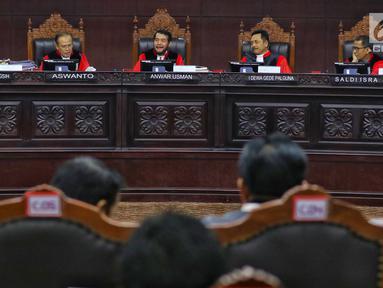 Suasana sidang ke-5 sengketa Pilpres 2019 di Gedung Mahkamah Konstitusi (MK), Jakarta, Jumat (21/6/2019). Sidang tersebut beragendakan mendengar keterangan saksi dan ahli dari pihak terkait yakni paslon nomor urut 01 Joko Widodo (Jokowi)-Ma'ruf Amin. (Liputan6.com/Johan Tallo)