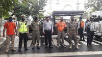 Polri Satpol PP dan Dishub melakukan penutupan jalan untuk kegiatan Hari Bebas Kendaraan Bermotor / Car Free Day di Jl Tebet Jaksel. (TMC Polda Metro Jaya)