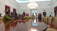 Suasana pertemuan pengurus PSSI dengan Presiden Republik Indonesia, Jokow Widodo di Istana Negara, Jakarta Pusta, Senin (16/12/2019). (Merdeka.com/Intan Umbari Prihatin)