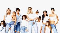 Kartu Natal keluarga Kardashian-Jenner. (Instagram - kimkardashian)