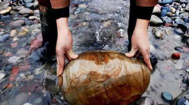 Penduduk Desa Di China Jadi Miliarder Berkat Jualan Batu Hias.