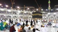 Jemaah Haji lakukan ritual thawaf di Masjidil Haram, Mekah (Liputan6.com/Muhammad Ali)