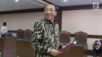 Mantan Menteri ESDM, Jero Wacik usai mengikuti sidang pengajuan Peninjauan Kembali atas putusan kasasi kasus dana operasional menteri (DOM) di PN Jakarta Pusat, Senin (23/7). Sidang mendengar pembacaan memori PK. (Liputan6.com/Helmi Fithriansyah)