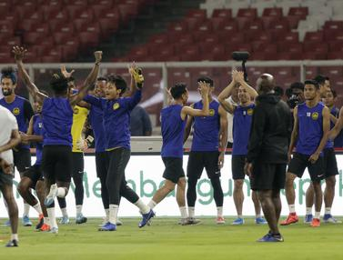 FOTO: Canda Tawa Warnai Latihan Malaysia Jelang Hadapi Timnas Indonesia