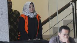 Bupati nonaktif Bekasi Neneng Hasanah Yasin usai menjalani pemeriksaan lanjutan di Gedung KPK, Jakarta, Jumat (8/2). Pemeriksaan lanjutan ini dilakukan untuk mendalami kasus dugaan suap izin proyek pembangunan Meikarta. (Merdeka.com/Dwi Narwoko)