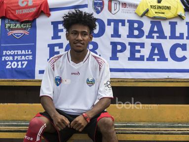 Uni Papua mengadakan turnamen sepak bola tujuh lawan tujuh bertajuk Football For Peace di Stadion Soemantri Brodjonegoro, Jakarta, Minggu (21/5/2017). Turnamen ini diadakan untuk menyuarakan kedamaian melalui sepak bola(Bola.com/Vitalis Yogi Trisna)