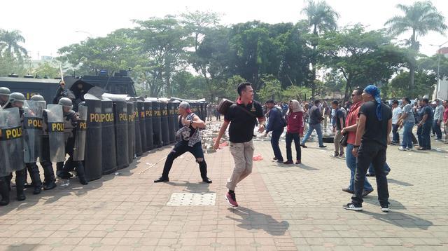 Polda Banten menggelar simulasi pengamanan Pemilu 2019. (Liputan6.com/Yandhi Deslatama)
