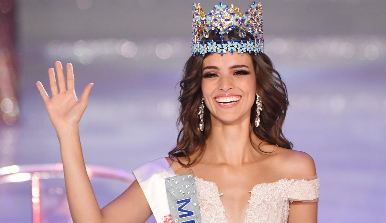Miss Meksiko Vanessa Ponce de Leon, 26 tahun, tersenyum sambil melambaikan tangan setelah  terpilih menjadi pemanang Miss World 2018 ke-68 di Sanya di Pulau Hainan, Tiongkok (8/12). (AFP Photo/Greg Baker)