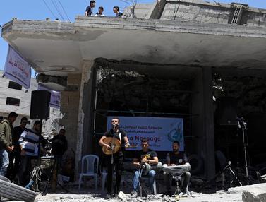 Penyanyi Palestina Konser di Reruntuhan Jalur Gaza