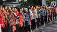 Pegawai Lingkup Kemendagri dan BNPP mengikuti apel  di halaman kantor Kemendagri, Jakarta, Kamis (24/10/2019). Dalam apel perdana ini Menteri Dalam Negeri Tito Karnavian memberikan arahan kepada semua pegawai Kemendagri. (Liputan6.com/Johan Tallo)