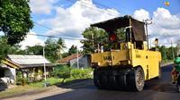 Kementerian PUPR melakukan pemeliharaan jalan di Lintas Timur Sumatera di Lampung. (dok: PUPR)