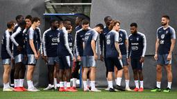 Para pemain Prancis bersiap mengikuti sesi latihan tim di Andorra La Vella (10/6/2019). Prancis akan bertanding melawan timnas Andorra pada grup H Kualifikasi Piala Eropa 2020 di Estadi Nacional d'Andorra. (AFP Photo/Franck Fife)