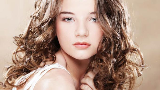 Ingin Rambut Keriting Sehat Lakukan 4 Perawatan Ini