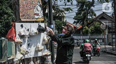 Sedekah Cantolan ala Seniman Wayang di Masa Pandemi