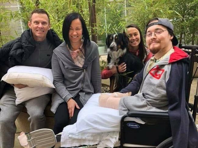 Alex menjalani perawatan setelah kedua tangannya ditebas oleh kekasihnya sendiri/copyright viral4real.com
