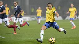Pesepak bola asal Brasil, Marta Vieira da Silva, menerima bayaran sebesar $400.000 dari klub lamanya Tyreso FF sebelum klub tersebut dinyatakan bangkrut. (AFP/Jean-Philippe Ksiazek)