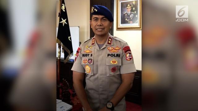 Sinyal Kapolda Metro Jaya Irjen Idham Azis akan menggantikan posisi Komjen Syafruddin sebagai Wakapolri semakin menguat. Jabatan Kapolda Metro disebut-sebut akan diisi Irjen Rudy Sufahriadi yang saat ini masih menjabat sebagai Dankor Brimob Polri.