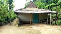 Suasana rumah Katimun, orang yang diduga menyebar fatwa Thoriqoh Musa As. (Dian Kurniawan/ Liputan6.com)
