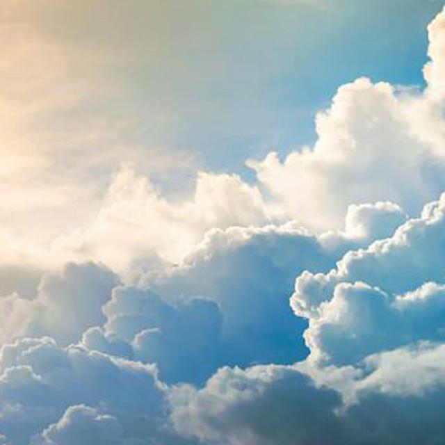 Berbentuk Kumis Hingga Payudara Ini 12 Penampakan Awan Aneh