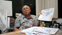 Direktur Sirkuit Sentul, Tinton Soeprapto menunjukkan denah rencana renovasi Sirkuit Sentul saat wawancara khusus dengan Liputan6.com di Sentul, Bogor, Jawa Barat (24/11/2015). (Liputan6.com/Helmi Fithriansyah)