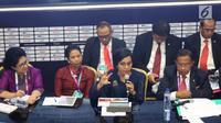 Menteri Keuangan Sri Mulyani bersama sejumlah menteri memberi keterangan pers RAPBN 2019 di Media Center Asian Games, JCC Jakarta, Kamis (16/8). Pada konpers tersebut nilai Rupiah dipatok Rp 14.400/US$ dalam RAPBN 2019. (Liputan6.com/Fery Pradolo)