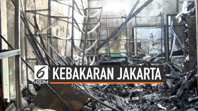 Kebakaran terjadi di Cipayung Jakarta Timur. sebuah bengkel dan toko sembako hangus terbakar, 3 pegawai toko sembako tewas dalam peristiwa ini jenazah ketiganya di visum di RS Polri Kramatjati.