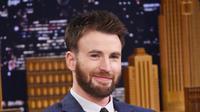 Wajah Chris Evans memang tampan, tak khayal kaum hawa banyak terpikat oleh pesona yang dimiliki aktor tersebut. (AFP/Bintang.com)