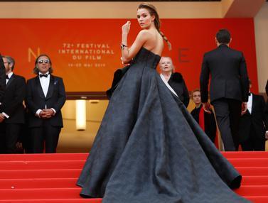 Pesona Para Model Cantik di Karpet Merah Festival Film Cannes