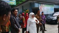 Menteri Sosial Khofifah Indar Parawansa menghadiri acara kelulusan santri di Pondok Tebuireng, Jombang, Jawa Timur. (Liputan6.com/Dian Kurniawan)